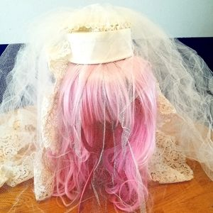 Vintage 60s wedding lace veil and pillbox hat